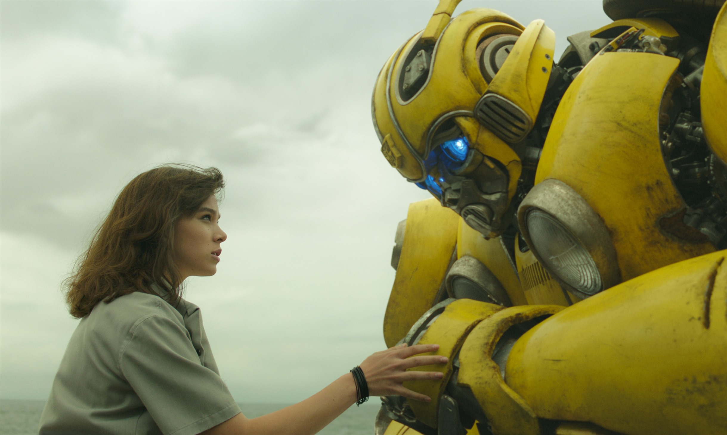 Left to right: Hailee Steinfeld as Charlie and Bumblebee in BUMBLEBEE from Paramount Pictures.