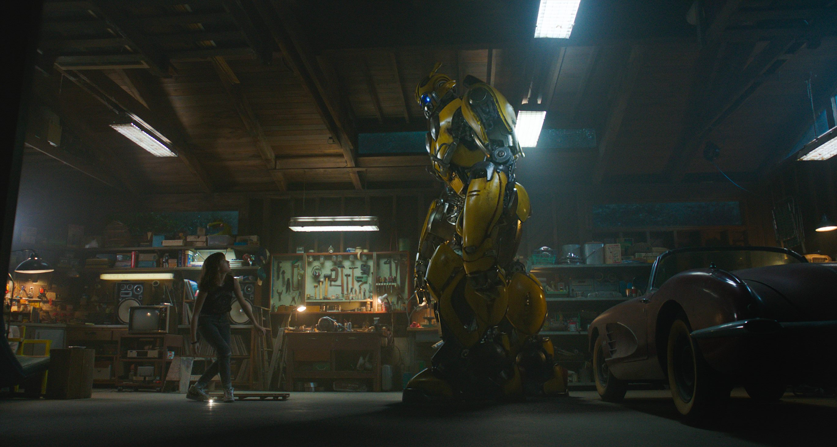 Hailee Steinfeld as Charlie and Bumblebee in BUMBLEBEE from Paramount Pictures.